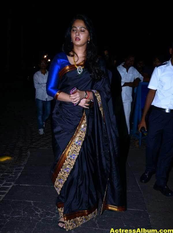 Anushka Shetty Photos In Black Saree at Filmfare Awards 4