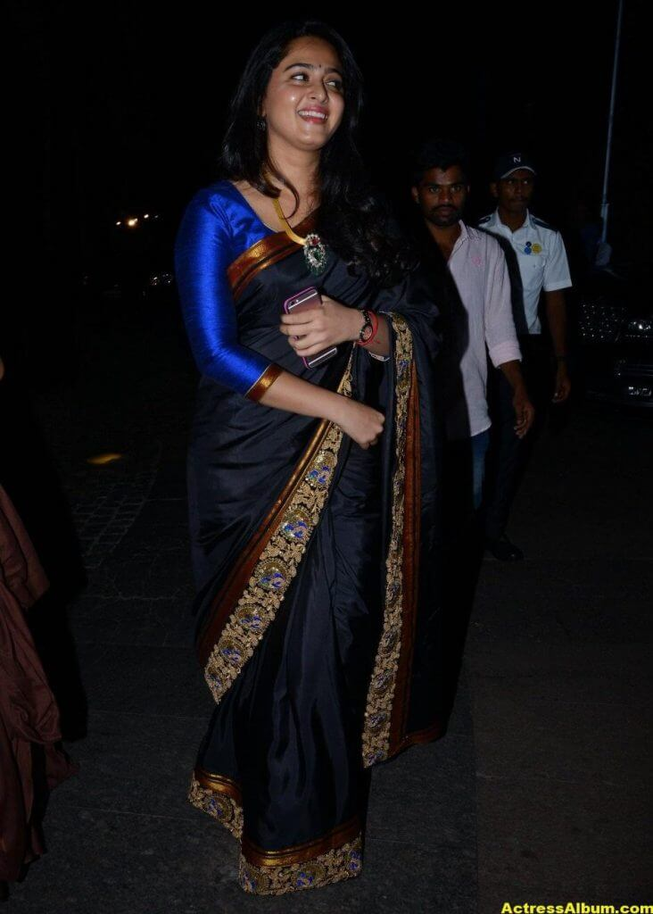 Anushka Shetty Photos In Black Saree at Filmfare Awards 5