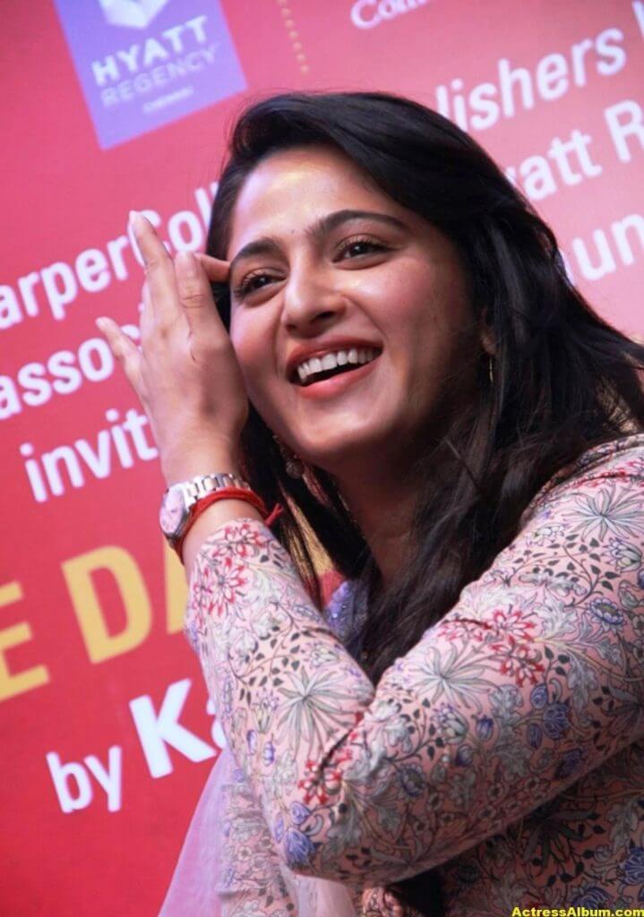 Glamorous Anushka Shetty Smiling Stills (1)
