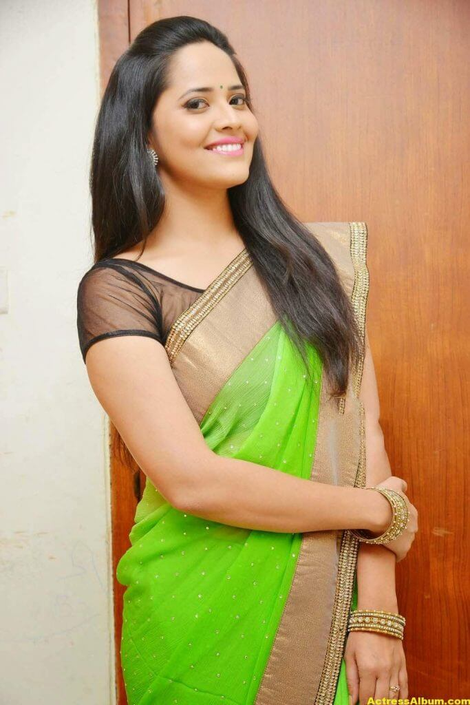 Glamorous Photos Of Anchor Anasuya In Green Saree (1)