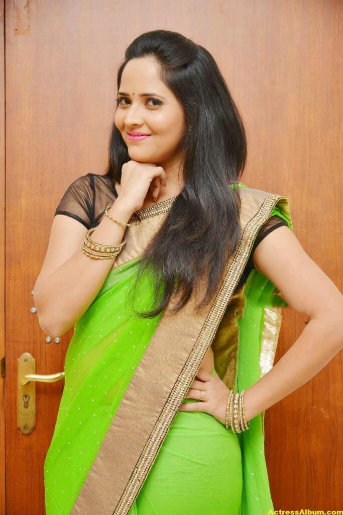 Glamorous Photos Of Anchor Anasuya In Green Saree (2)