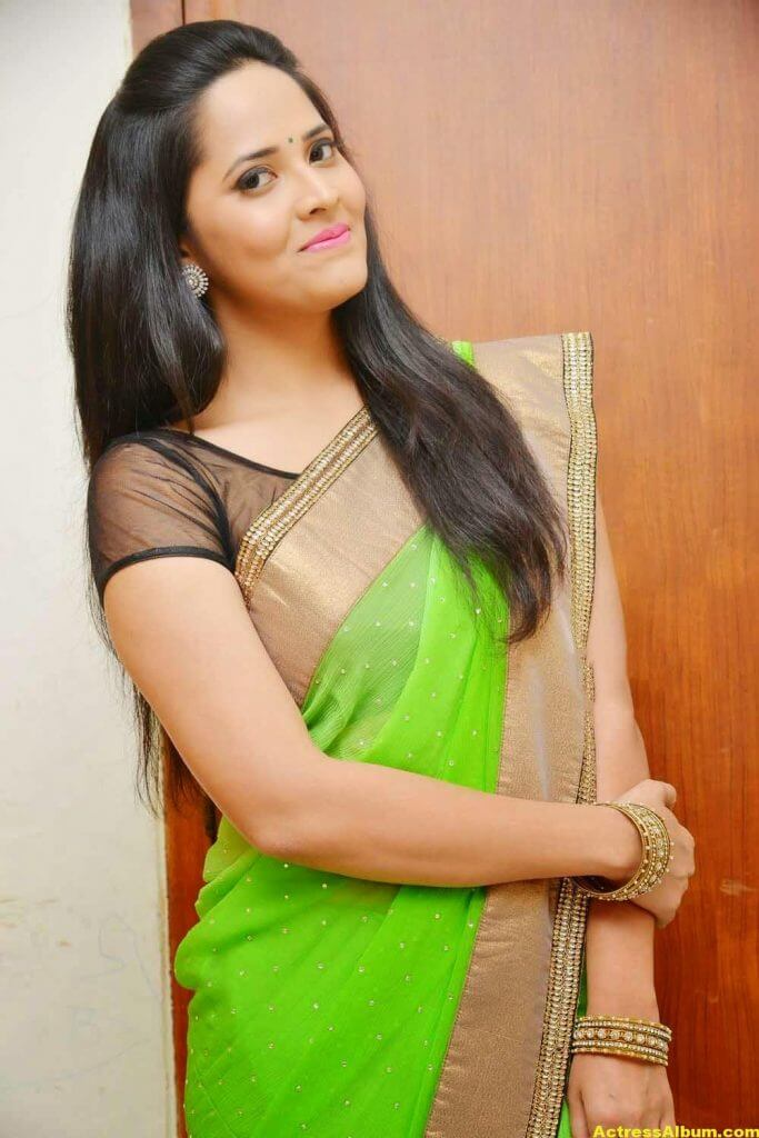 Glamorous Photos Of Anchor Anasuya In Green Saree (3)