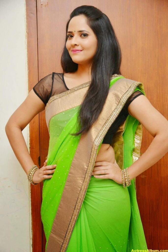 Glamorous Photos Of Anchor Anasuya In Green Saree (4)