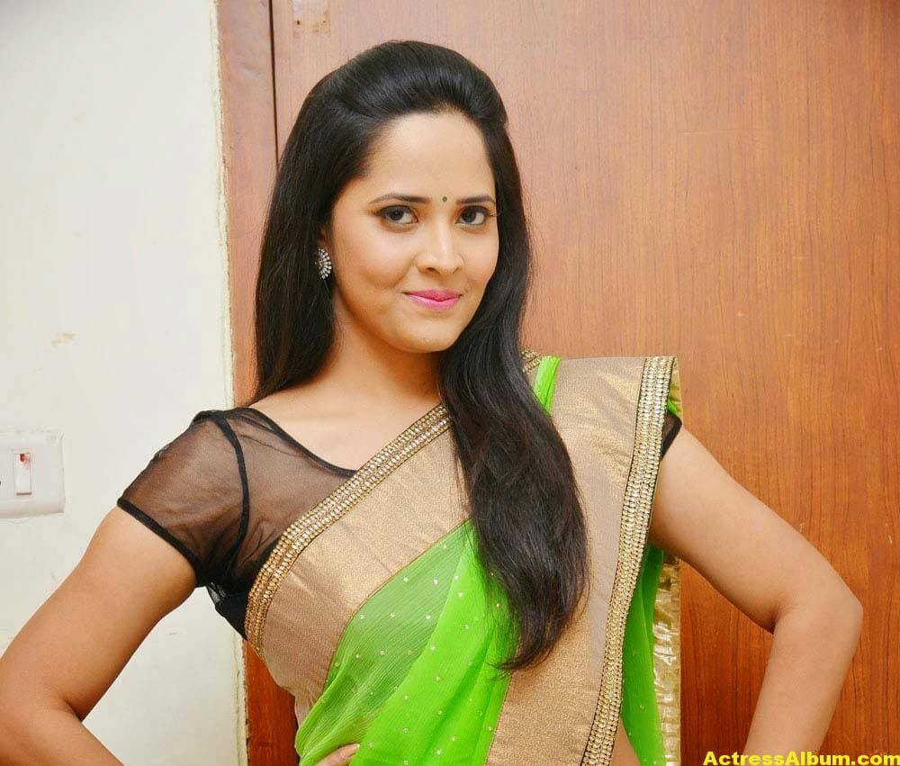 Glamorous Photos Of Anchor Anasuya In Green Saree (5)