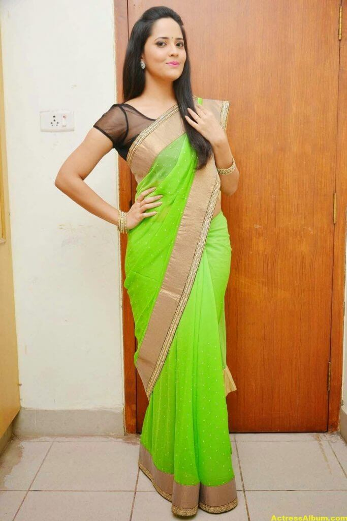Glamorous Photos Of Anchor Anasuya In Green Saree (6)