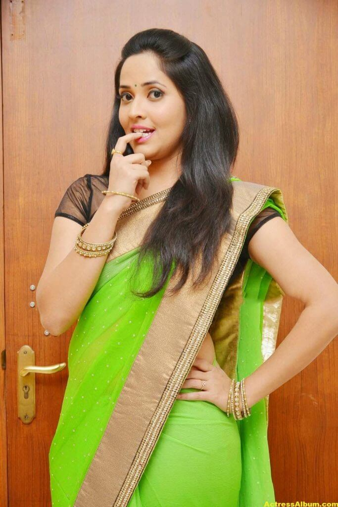 Glamorous Photos Of Anchor Anasuya In Green Saree (7)