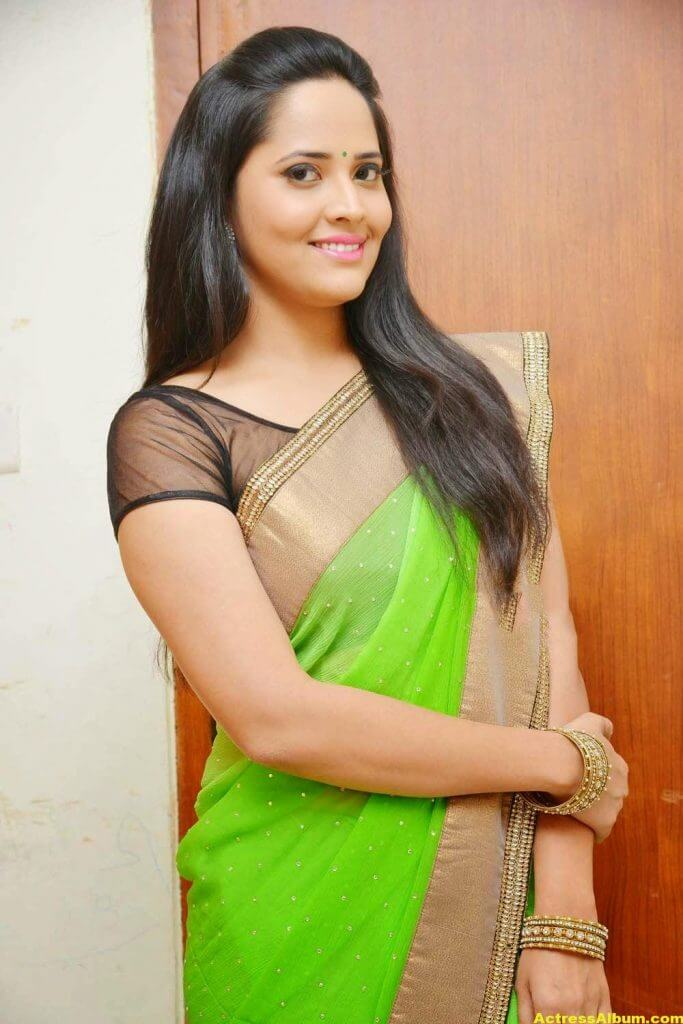 Glamorous Photos Of Anchor Anasuya In Green Saree (8)