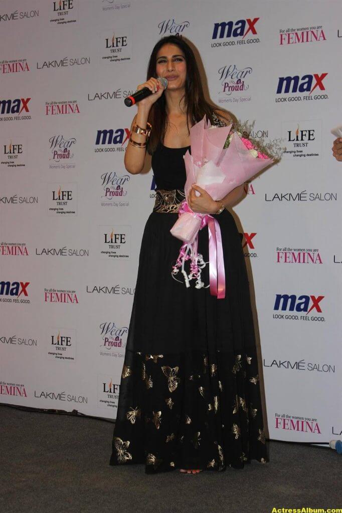 Glamorous Vani Kapoor Hot Photos In Black Dress (1)