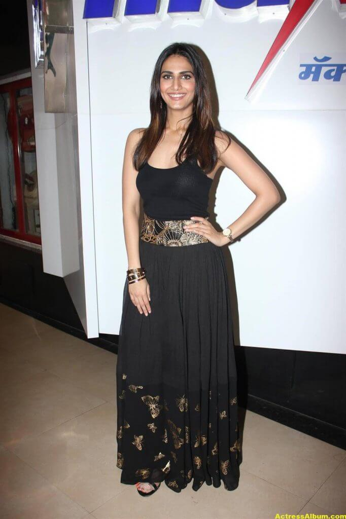 Glamorous Vani Kapoor Hot Photos In Black Dress (5)