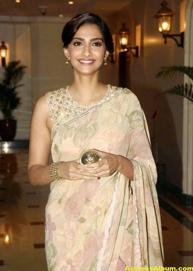 Hot Photos Sonam Kapoor In Designer Pink Saree (2)