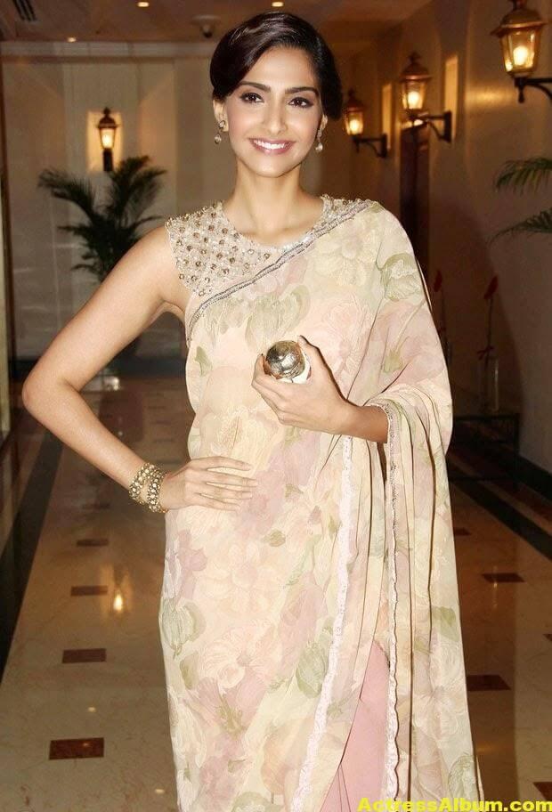 Hot Photos Sonam Kapoor In Designer Pink Saree (3)
