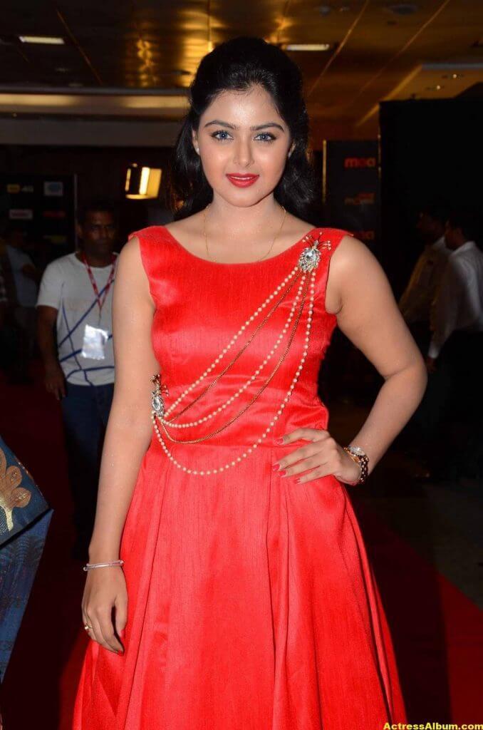 Monal Gajjar Photos In Red Dress At Cinemaa Awards 1