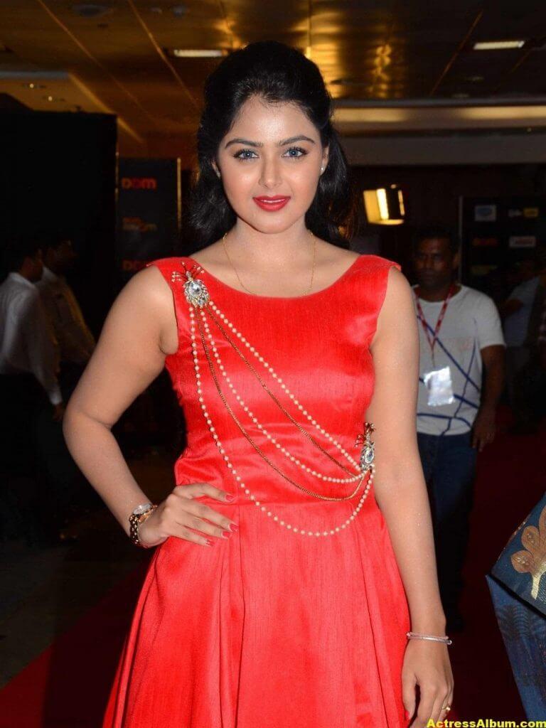 Monal Gajjar Photos In Red Dress At Cinemaa Awards 3