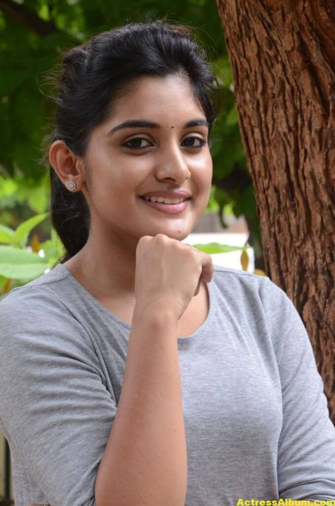 Niveda Thomas Photos In Blue Jeans Tshirt (4)