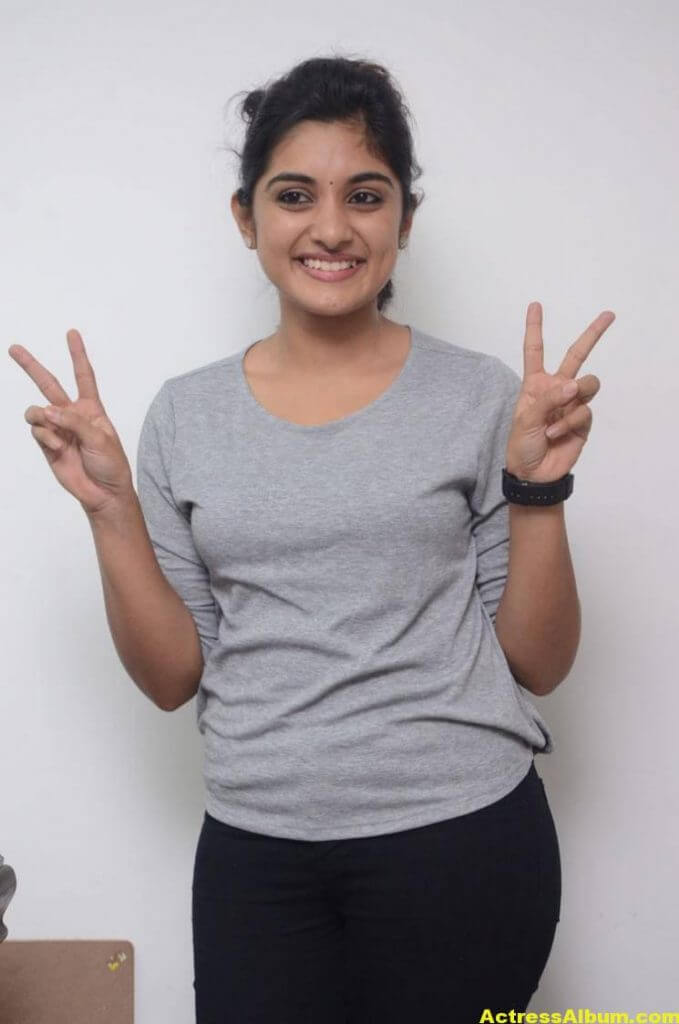 Niveda Thomas Photos In Blue Jeans Tshirt (7)