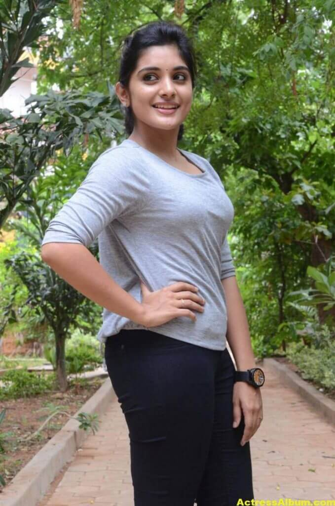 Niveda Thomas Photos In Blue Jeans Tshirt (9)
