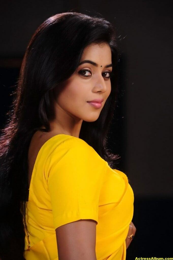 Poorna Hot Looking Photos In Yellow Saree (10)