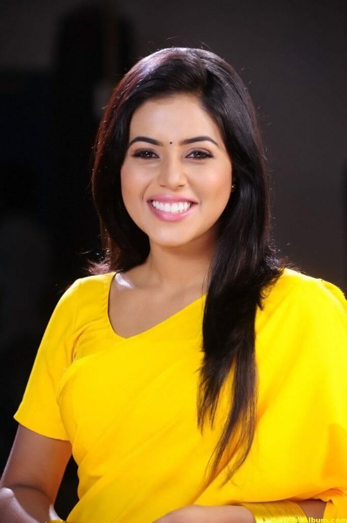 Poorna Hot Looking Photos In Yellow Saree (6)