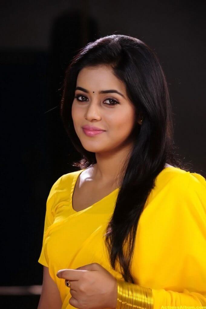 Poorna Hot Looking Photos In Yellow Saree (7)