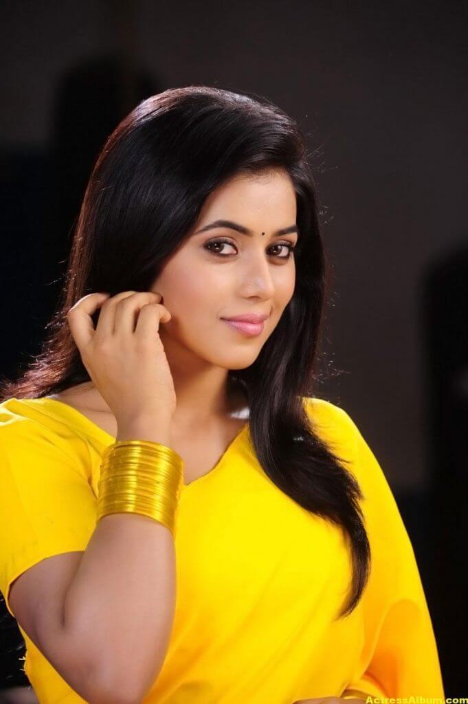 Poorna Hot Looking Photos In Yellow Saree (8)