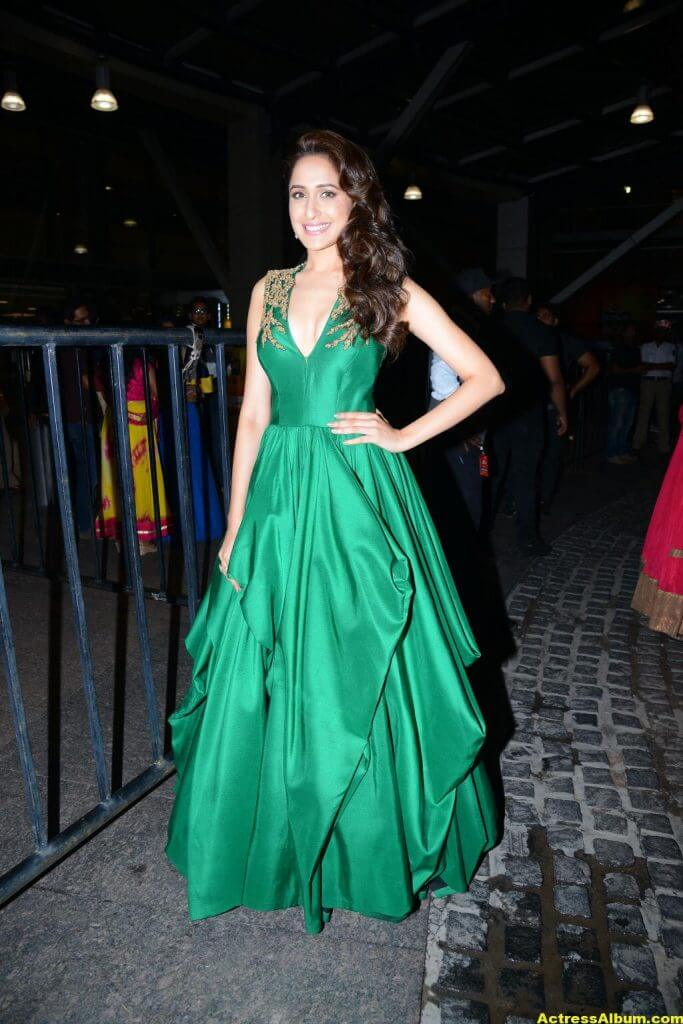 Pragya Jaiswal Photos at Filmfare Awards In Green Gown (2)
