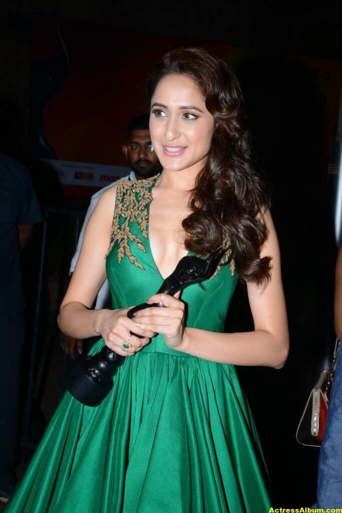 Pragya Jaiswal Photos at Filmfare Awards In Green Gown (8)