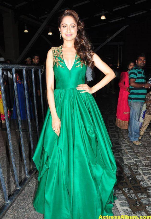 Pragya Jaiswal Photos at Filmfare Awards In Green Gown (9)