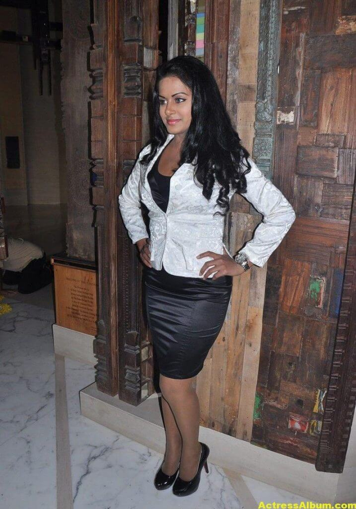 Rachana Maurya Hot Photos In White Dress 4