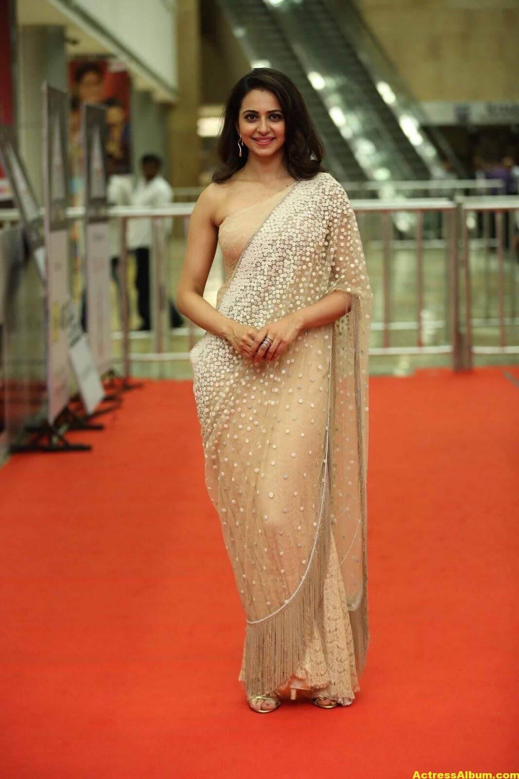 Rakul Preet Singh In White Saree At Cinemaa Awards