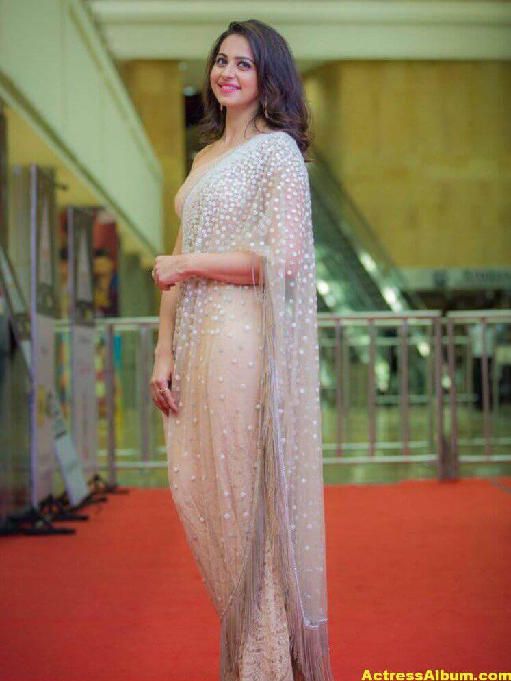 Rakul Preet Photos In White Saree At Cinemaa Awards (2)
