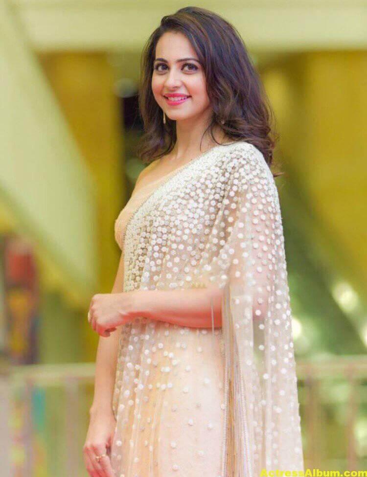Rakul Preet Photos In White Saree At Cinemaa Awards (3)
