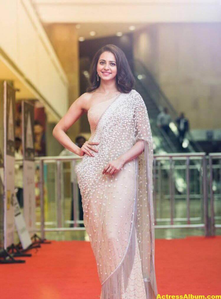 Rakul Preet Photos In White Saree At Cinemaa Awards (4)