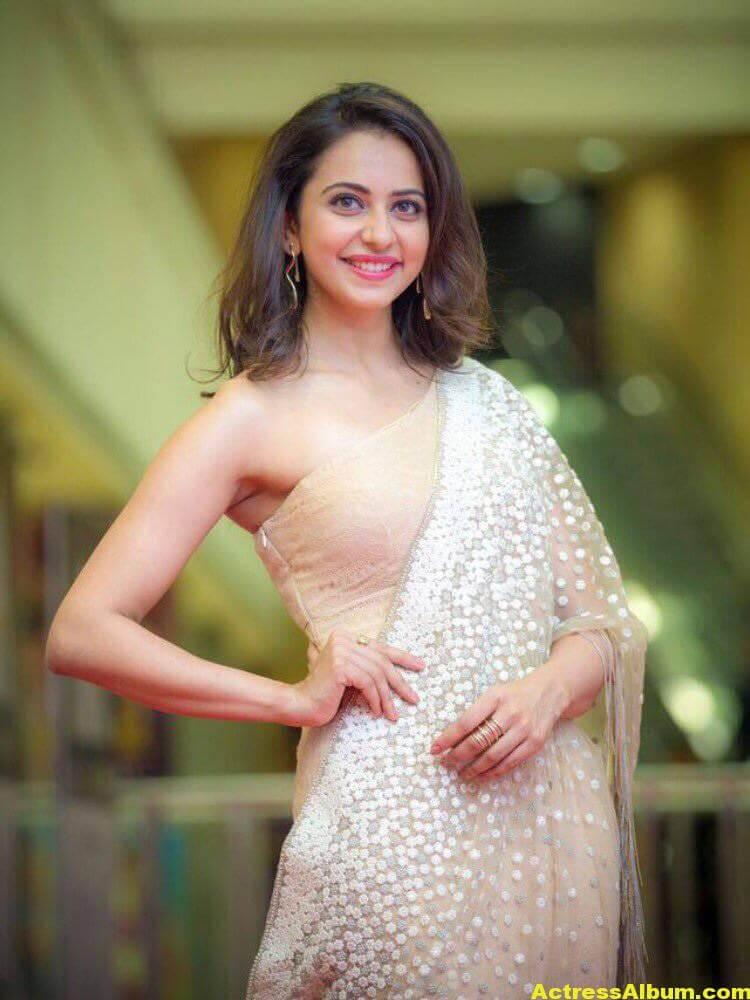 Rakul Preet Photos In White Saree At Cinemaa Awards (5)