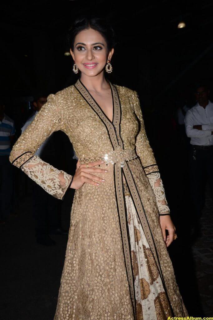 Rakul Preet Singh Photos at Filmfare Awards 2