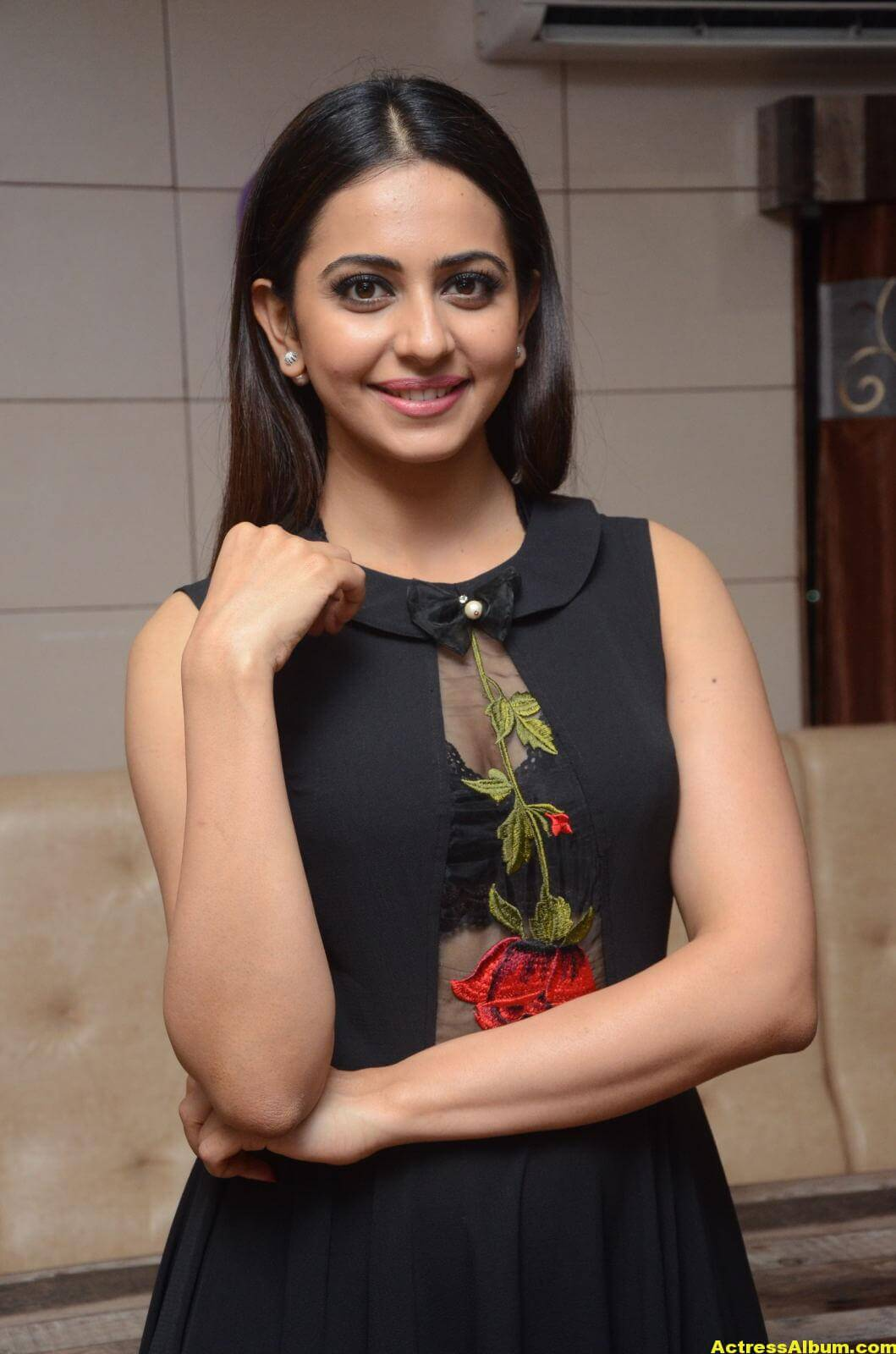 Rakul Preet Singh Stills At Sahara Cafe Launch (00)