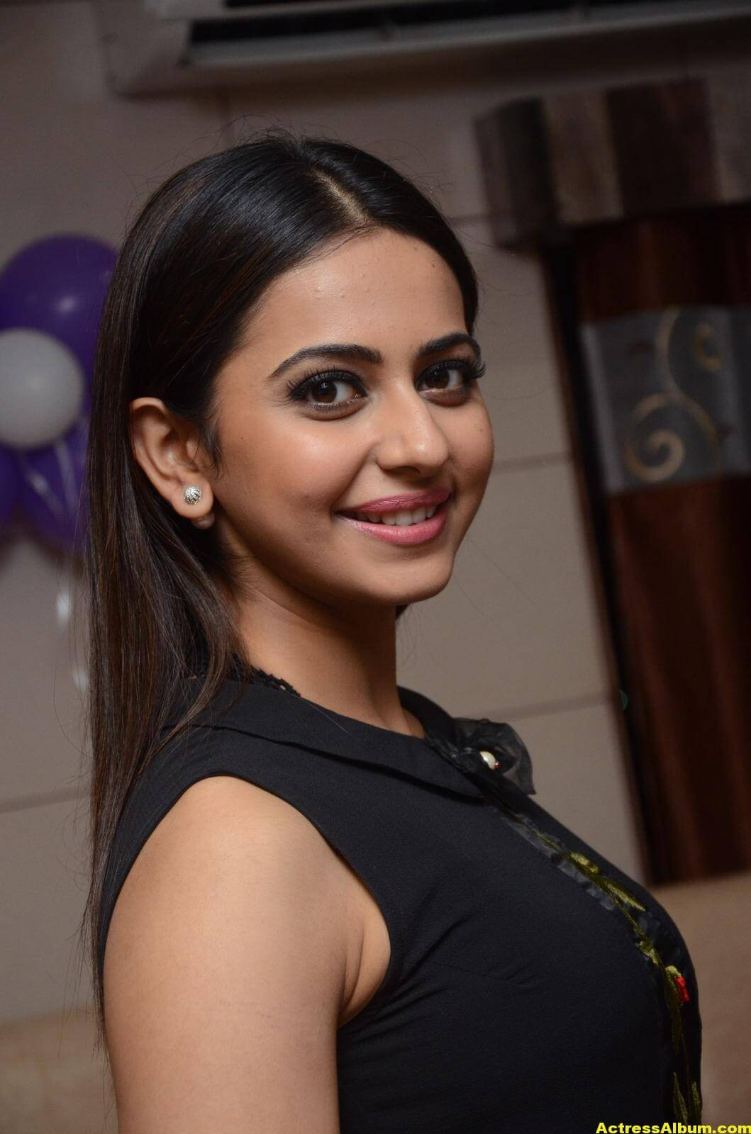 Rakul Preet Singh Stills At Sahara Cafe Launch (54)