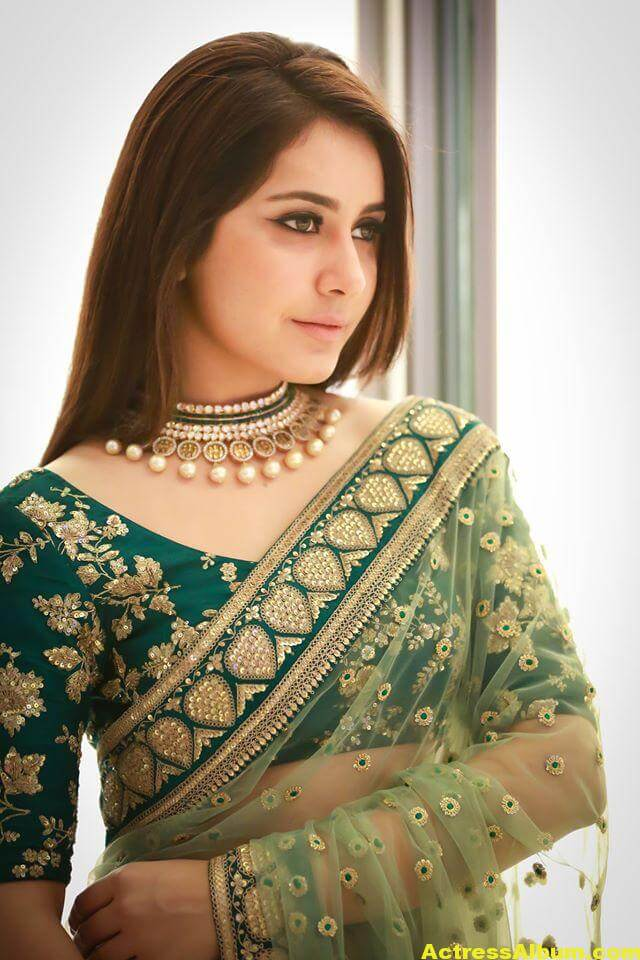 Rashi Khanna Spicy Photos In Green Saree (6)