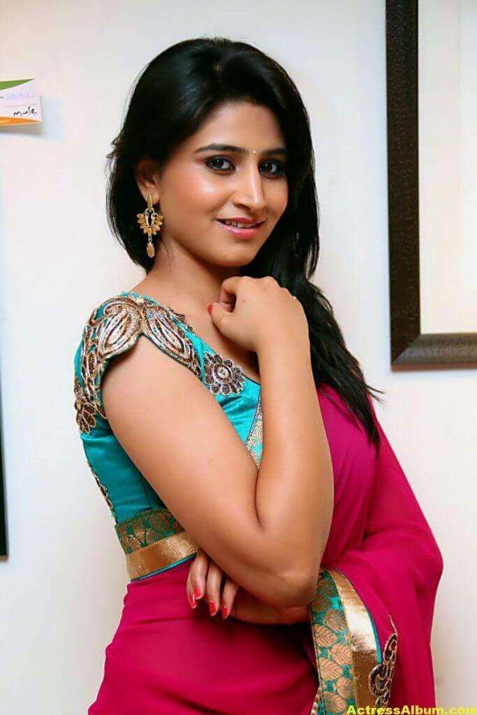Shamili Hot In Red Saree 1