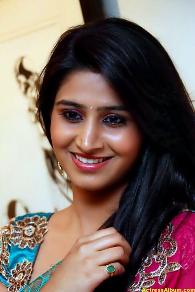 Shamili Hot In Red Saree 2