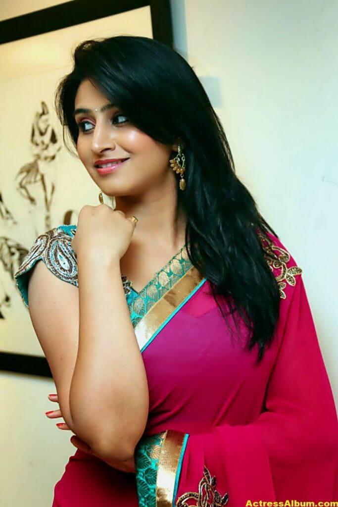 Shamili Hot In Red Saree 5