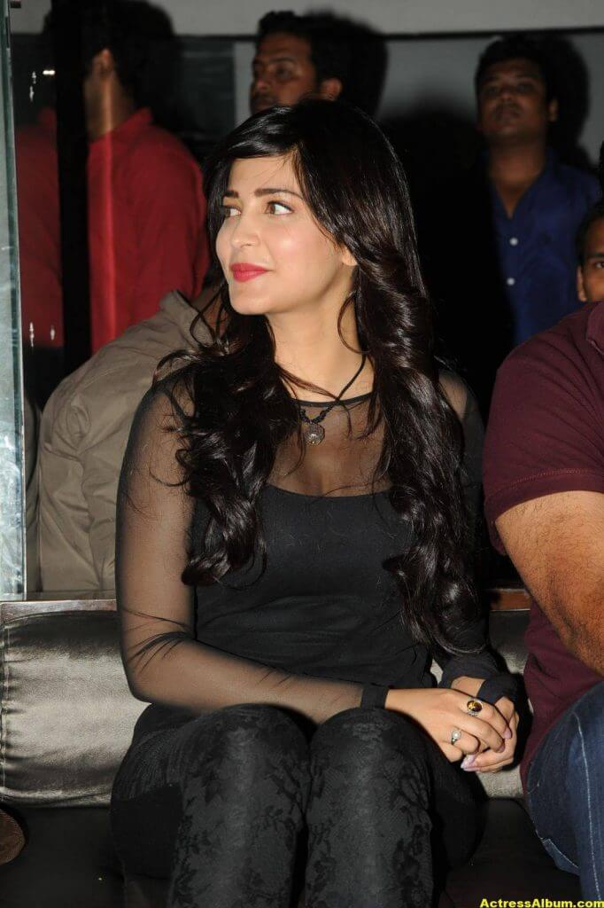Shruti Haasan Hot Photos In Black Dress (2)