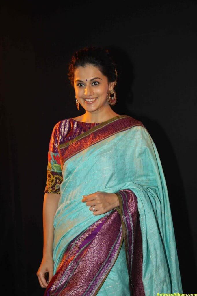 Tapsee Pannu Hot Looking Photos In Blue Saree (1)