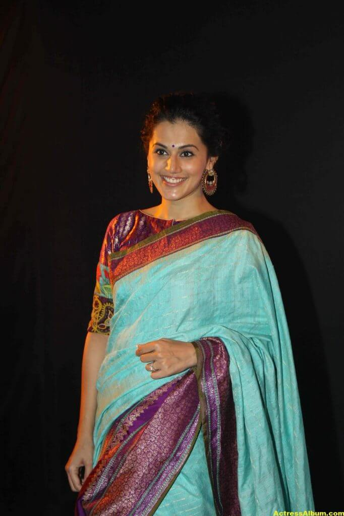 Tapsee Pannu Hot Looking Photos In Blue Saree (3)