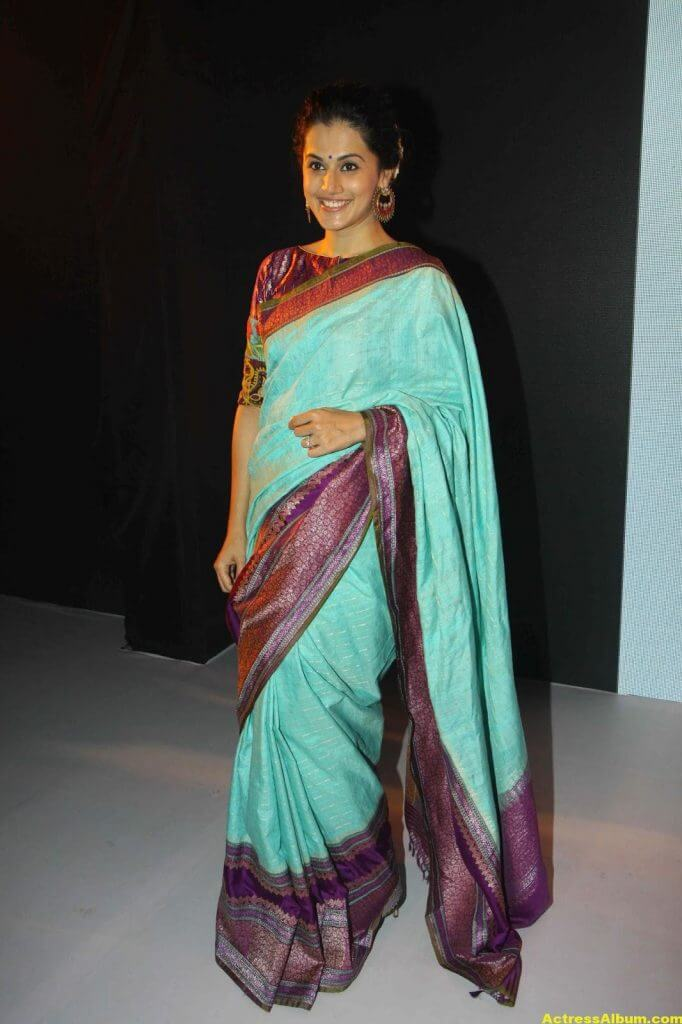 Tapsee Pannu Hot Looking Photos In Blue Saree (4)