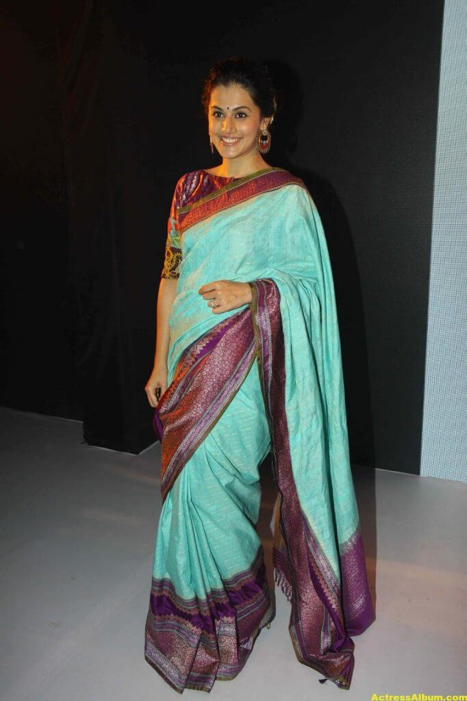 Tapsee Pannu Hot Looking Photos In Blue Saree (5)