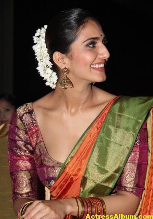 Vaani Kapoor Spicy Look Photos In Green Saree (1)