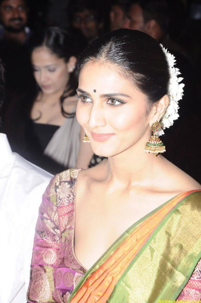 Vaani Kapoor Spicy Look Photos In Green Saree (2)