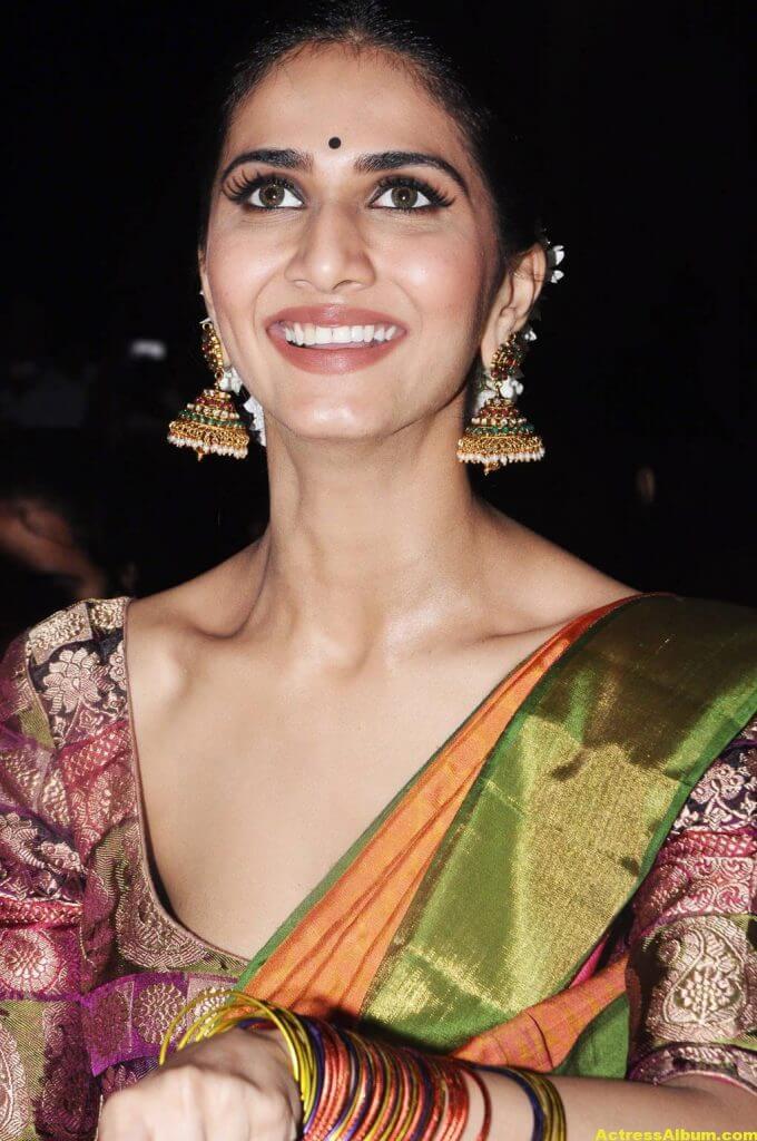 Vaani Kapoor Spicy Look Photos In Green Saree (3)