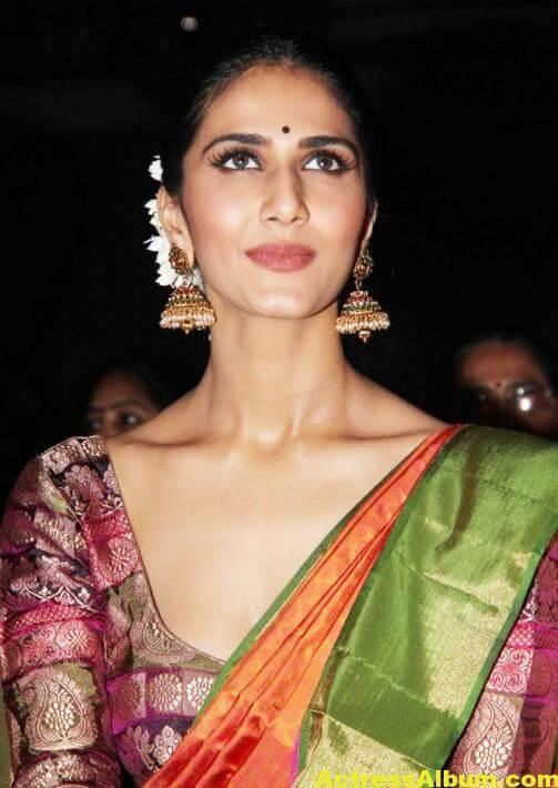 Vaani Kapoor Spicy Look Photos In Green Saree (6)