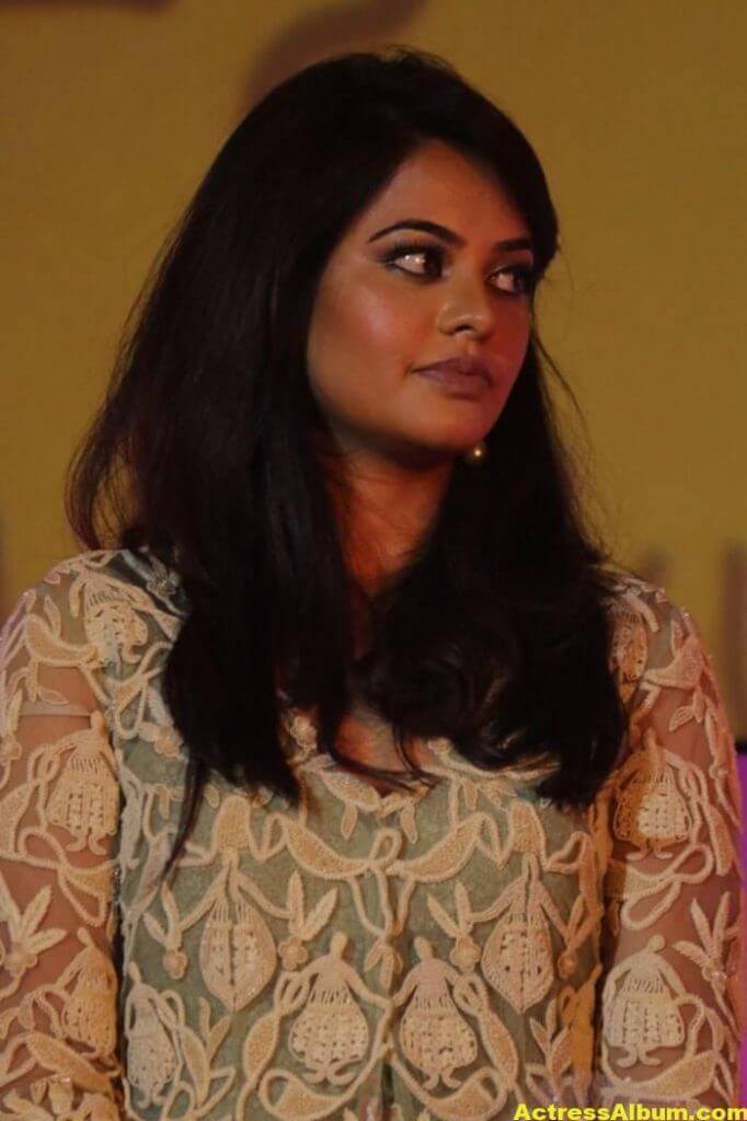 Actress Bindu Madhavi Photos In Green Dress 2